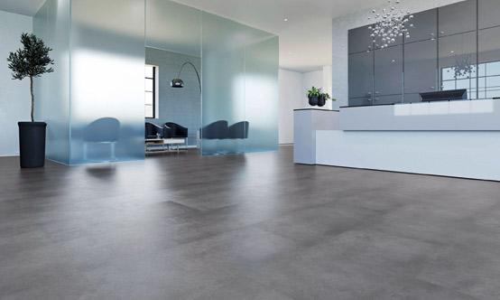 Brandt Bodenbleläge verlegt PVC-Boden und Sicherheitsbeläge.